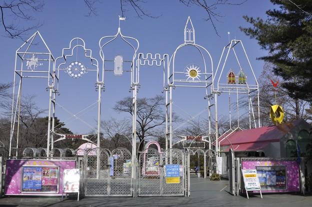 Photos: 西武ゆうえんち入口のモニュメント