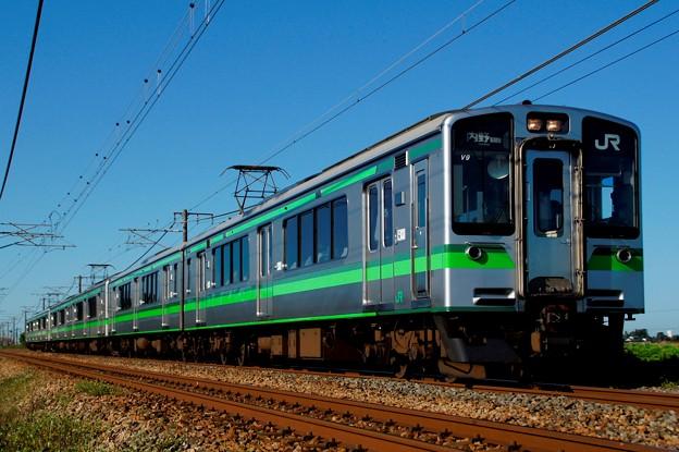 越後線直通のE127系普通列車