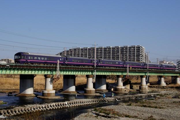 写真: 多摩川を渡る485系「華」