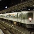 新宿駅に停車中の快速ムーンライト信州