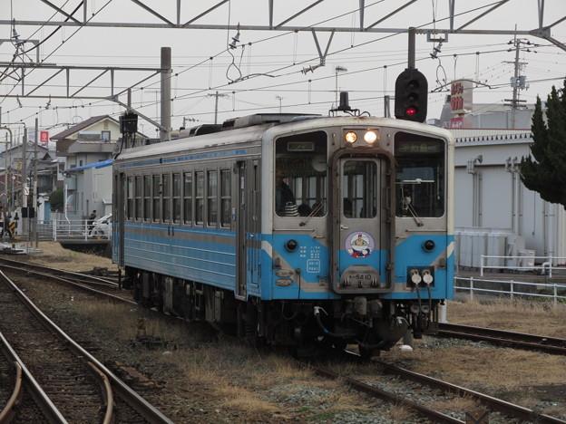 伊予市駅に到着するキハ54 10