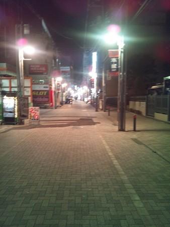 夜明け前の繁華街