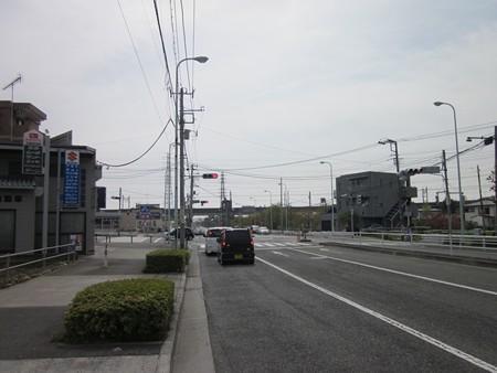 35.多摩ニュータウン入口 左折
