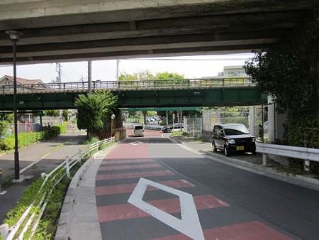 42.右折 南武線の鉄橋をくぐってください。