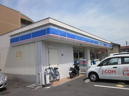 46.ローソン川崎登戸店 多摩警察署前交差点すぐ左手です。