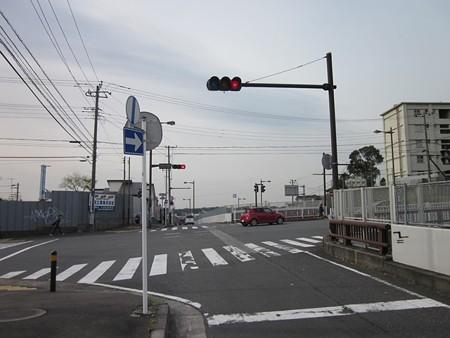 55.村岡消防出張所前 右折 注意)この交差点に来る前に側道に移動すること。