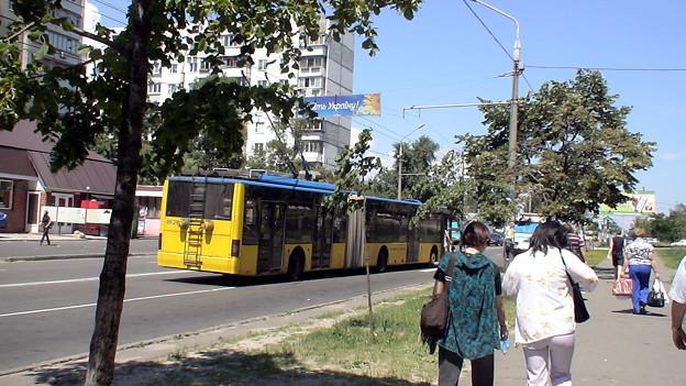 Photos: 二両繋がったバスも