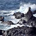 日本海にも負けないくらいの波しぶきがたつ荒磯