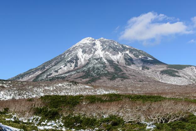 知床峠から見る羅臼岳