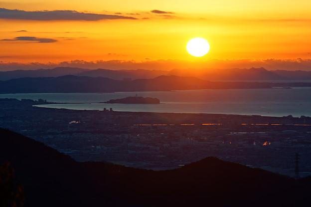 江ノ島と朝陽