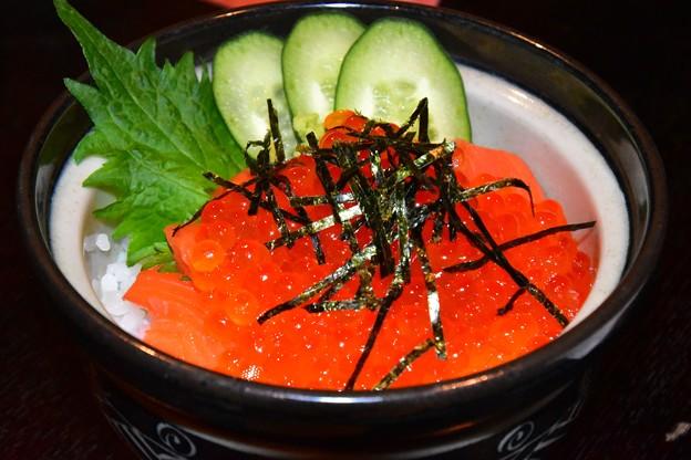 写真: 鮭イクラ丼