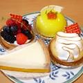 写真: トリアノンケーキ4個盛り