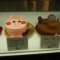 写真: ブタとクマのケーキ
