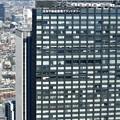 写真: 新宿野村ビルから隣のビル1