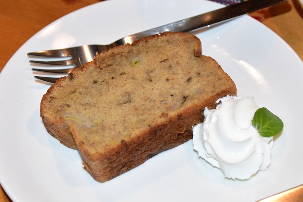 モモガルテンバナナケーキ