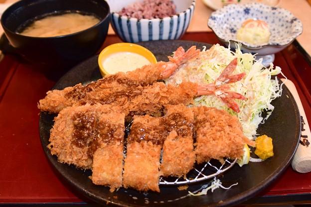 ロースカツ海老フライ定食
