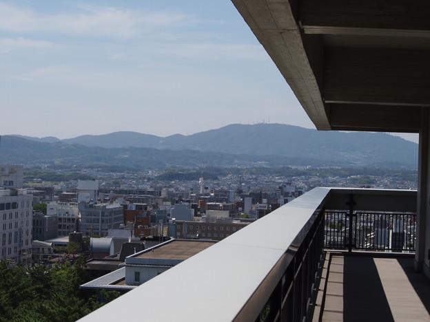 展望台西南端より生駒山系を望む