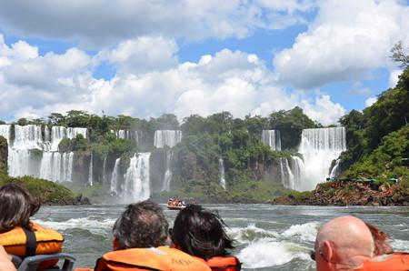 ボートツアーから眺めるイグアスの滝