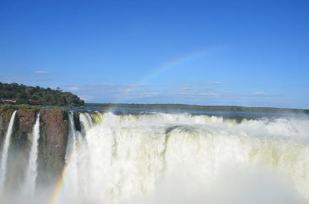 悪魔の喉笛からのイグアスの滝、虹も