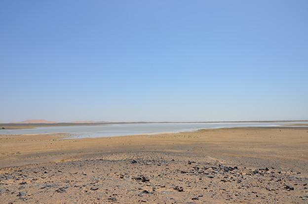 メルズーカ近くの湖、だいぶ増量中らしい