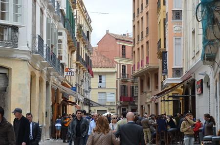お祭りのため人通りがすごい