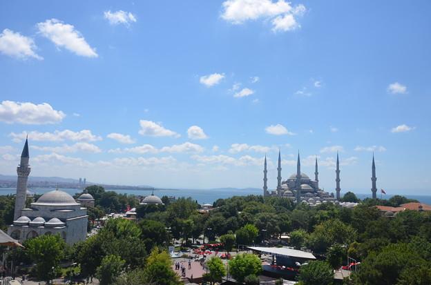 カフェの屋上からブルーモスク