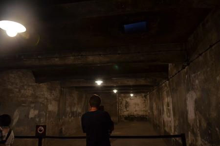 ガス室。右上にある穴から毒ガスを入れた