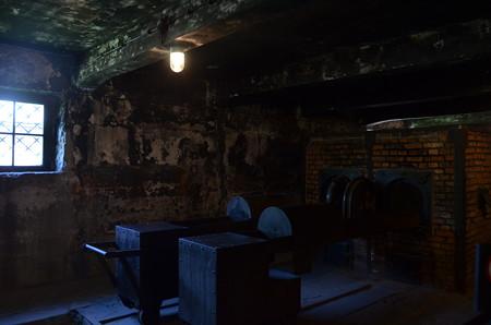 ガス室の隣にある焼却施設。ユダヤ人自身に焼かせたという