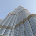 写真: 世界一のビル「バージュ・ハリファ」を直下から