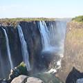 写真: 奥と右側はザンビア。ぎりぎりまで行けるようになってる