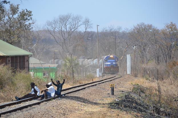 写真: ザンビアとは鉄道も通ってます
