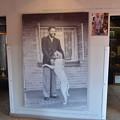 写真: マンデラハウス。ネルソンマンデラの拘束前の姿とその後
