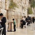 写真: エルサレム旧市街の嘆きの壁。ユダヤ教の聖地