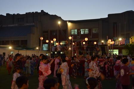 日本人会夏祭り。盆踊り、子どもは楽しそう