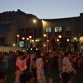 写真: 日本人会夏祭り。盆踊り、子どもは楽しそう