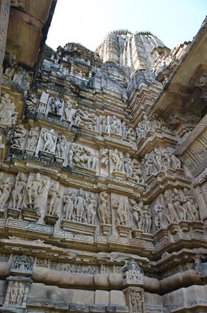 ヴィシュヴァナータ寺院。よく観るといけない彫り物が
