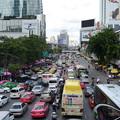 写真: 渋滞がすごい。特に夕方はほとんど進まないことも