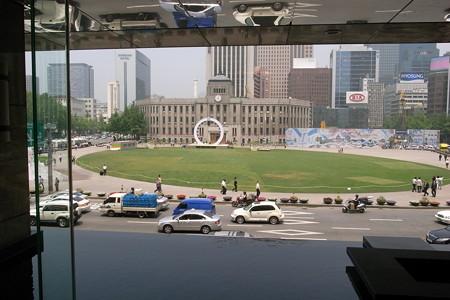 延泊1日目のパレスホテルからソウル市庁舎