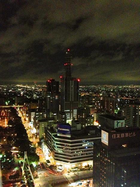 名古屋テレビ塔スカイデッキから見た夜景:NTTドコモ名古屋ビル