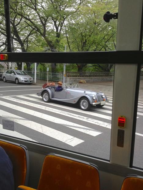 ラ フェスタ プリマベラに出場していたクラシックカー(観光バス「メーグル」車内より撮影)