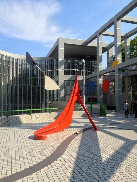 名古屋市美術館:正面入口前のオブジェ