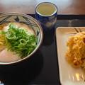 丸亀製麺:とろ玉うどん(並、冷)と、かしわ・ナスの天ぷら