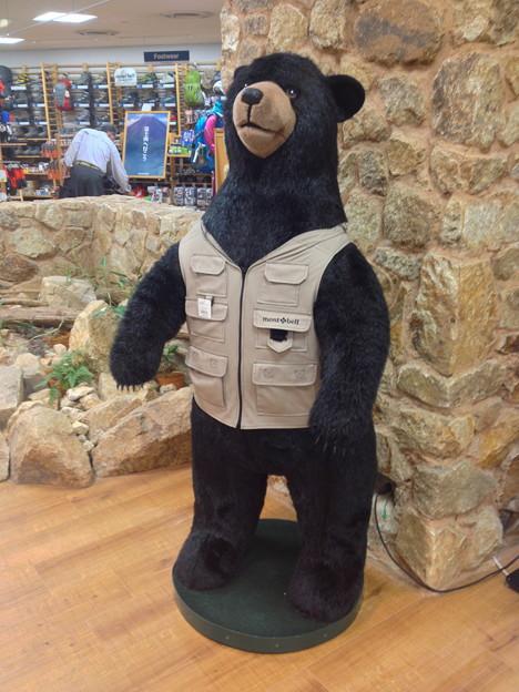 モンベル名古屋店にある少し大きなクマの人形