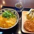 丸亀製麺:かまたまうどん とナスの天ぷら、ハムカツ