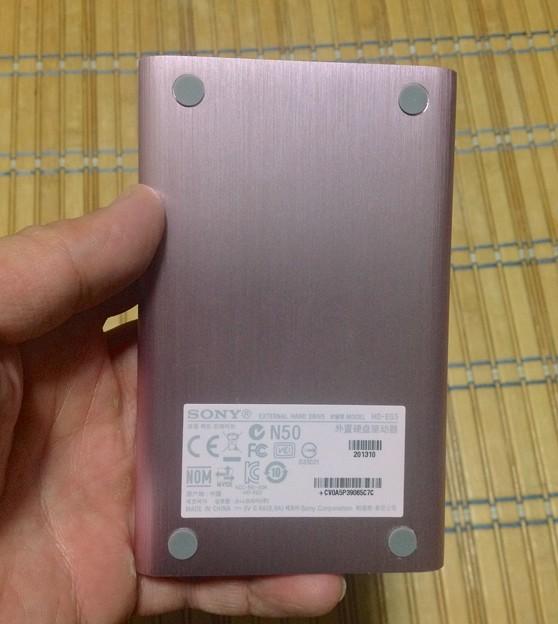 ソニーのポータブルHDD「HD-EG5」No - 5:裏側