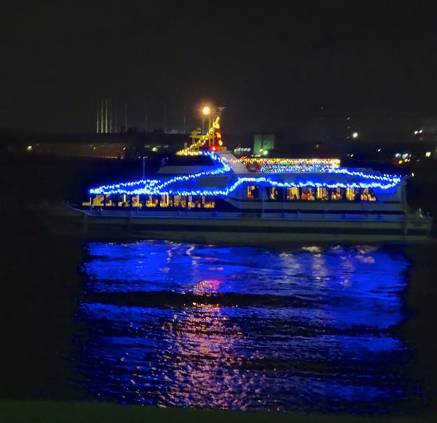 写真: クリスマス名古屋港花火観覧クルーズの船? No - 3