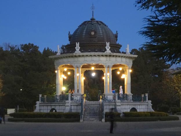 夜の鶴舞公園 奏楽堂