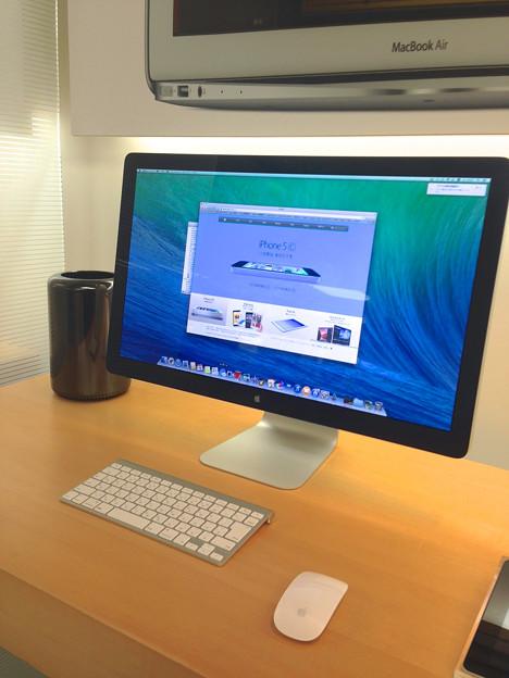 新型Mac Pro No - 5:ThunderboltディスプレイとMac Pro