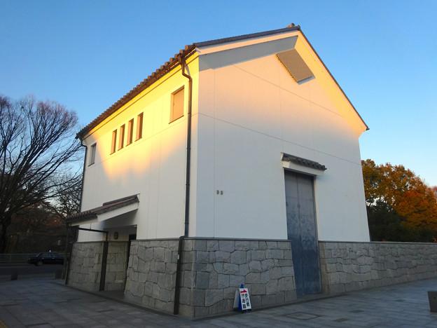 蔵のような建物の名城変電所 - 2