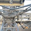 写真: スカイボートから見た景色 No - 123:観覧車の軸(側面)